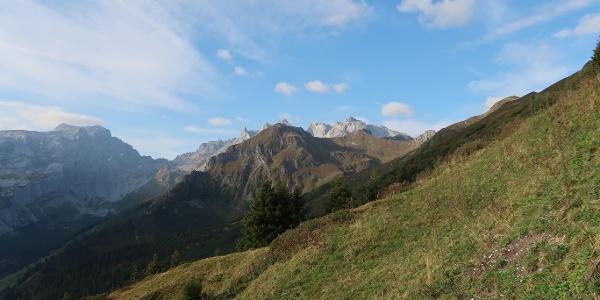 Blick vom Golm auf die Gaißspitze mit den Drei Türmen im Hintergrund.