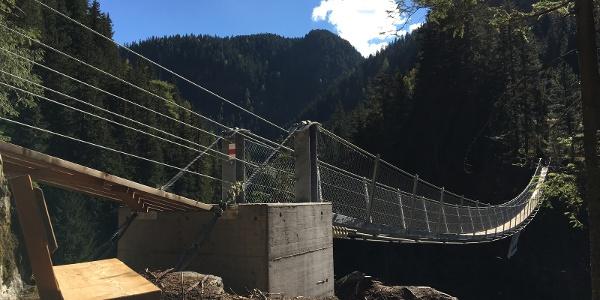 Hängebrücke Rundwanderweg Innerferrera