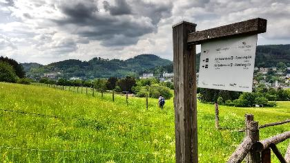 Lahnwanderweg-Wegweiser vor Bad Laasphe