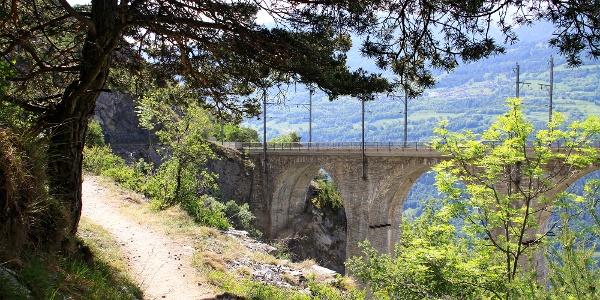 Wanderweg Südrampe und Luogelkinviadukt.
