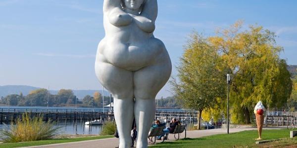 Die Skulptur Yolanda von Miriam Lenk feiert selbstbewußte Weiblichkeit