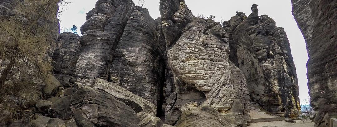 Einmalige zerklüftete Sandsteinfelsen