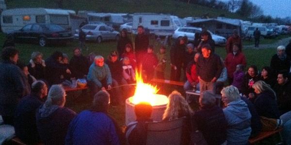 Lagerfeuer auf dem Campinghof-Salem