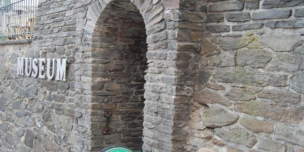 Museumskeller - Eingang an der ehemaligen Stadtmauer von Reichenbach