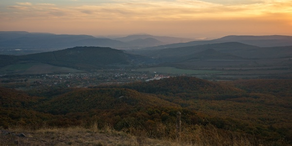 Szemben a Pilis és a Gerecse a Duna mögött (Kopasz-hegy)