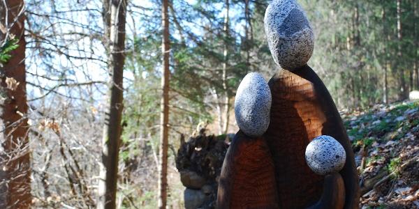 Via da le Vide, scultura in legno e pietra