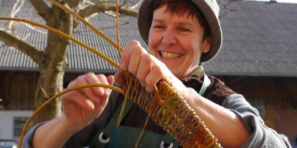 Naturwerkstatt Weidenflechten mit Inge Schwehr