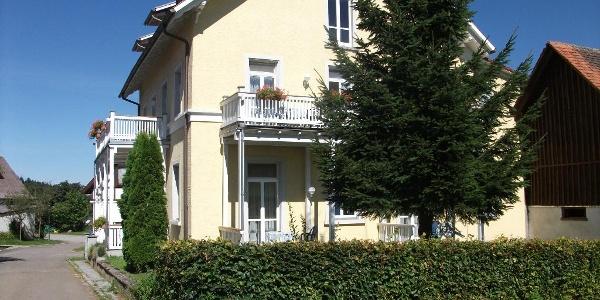 """Gästehaus """"Altes Schulhaus"""""""