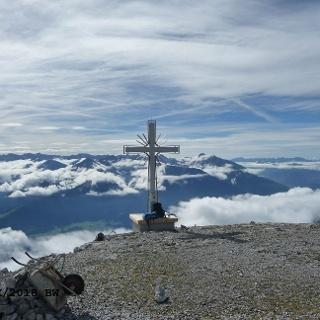 Großer Solstein mit dem neuen Gipfelkreuz (seit August 2018)