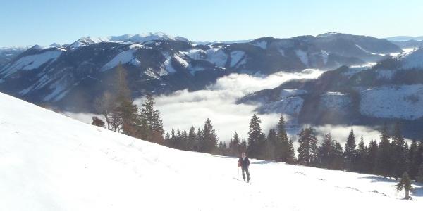 Gipfelhang mit Blick ins Tal