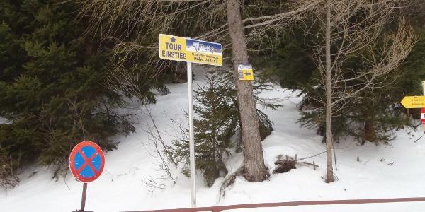 Beginn des markierten Skitourenaufstiegs beim GH Scheikl