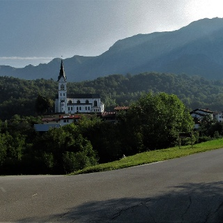 In front of the village of Drežnica