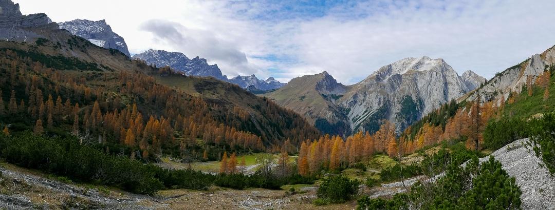 Panorama mit Gamsjoch links und Karwendelhauptkamm links