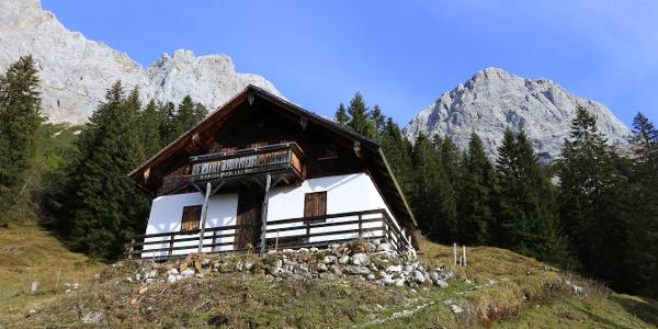 Jagdhütte Hochgscheid (Radlparkplatz und Brunnen)