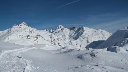 Les sommets blancs des Gärstenhörner et du Galenstock