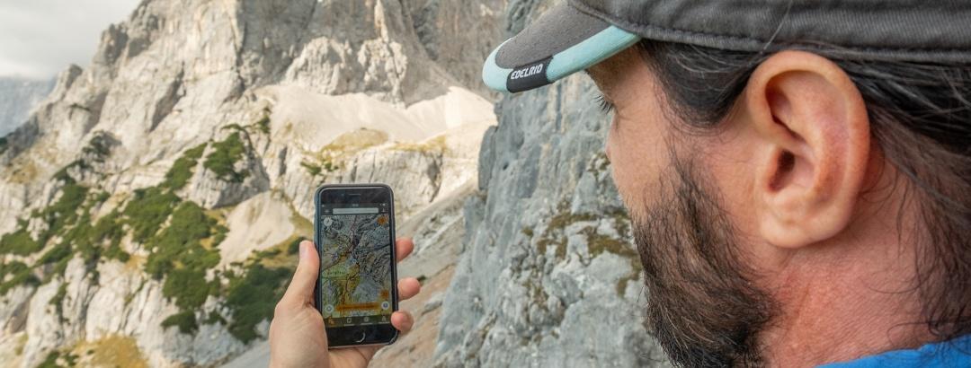 Georg mit neuer App am Dachstein