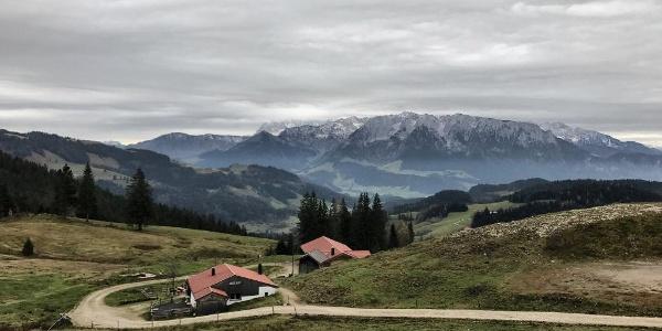 Start am Spitzstein mit Blick auf die Gogl-Alm