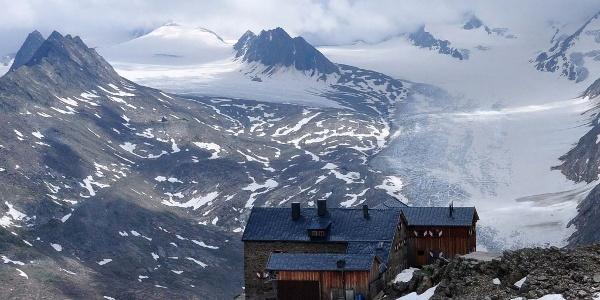 Das AV-Ramolhaus am Südosthang des hinteren Gurgler-Tals am Hauptkamm der Ötztaler Alpen