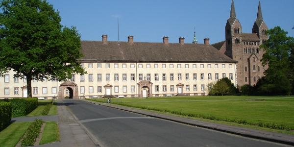 Corvey mit Blick auf die Schlossanlage und das Westwerk