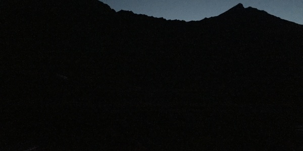 Grat mit Gipfel der Aiguille De La Grande Sassière rechts vom Startpunkt Lac Du Saut aus gesehen