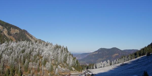 Rückblick über den noch frostig kalten Spitzingsattel