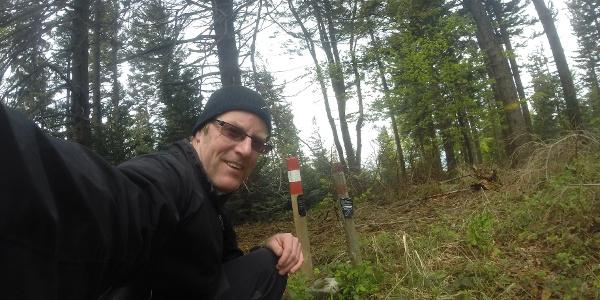 Markierung am Summit des Bezirkes Oberwart, dem Hirschenstein 862m