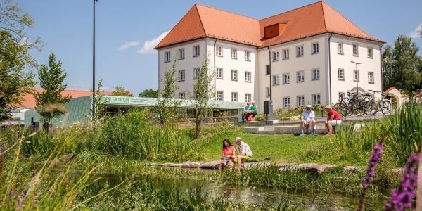 Ehemaliges Kloster Maria Rosengarten mit Rastplatz an der Aach