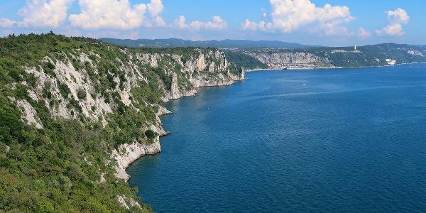 Der Rilkeweg führt durch diese Steilküstenlandschaft.