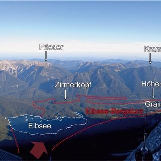 Übersicht über die Eibsee-Bergsturzmassen vom Zugspitzgipfel aus