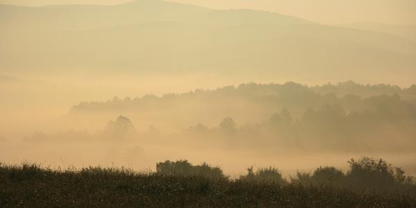 A Kelet-Mecsek vonulata egy ködös novemberi hajnalon