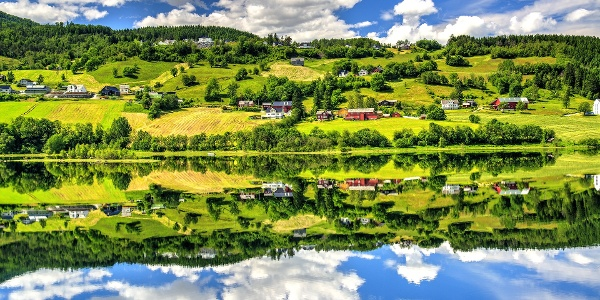 Voss reflected in the lake