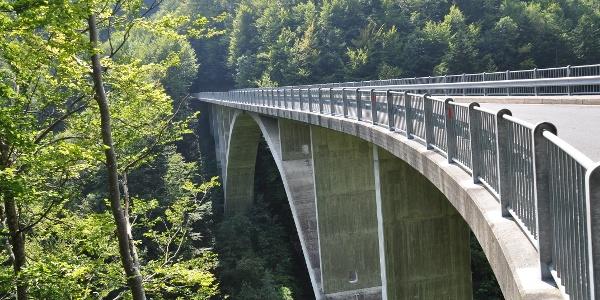 Die imposante Tschennerbrücke