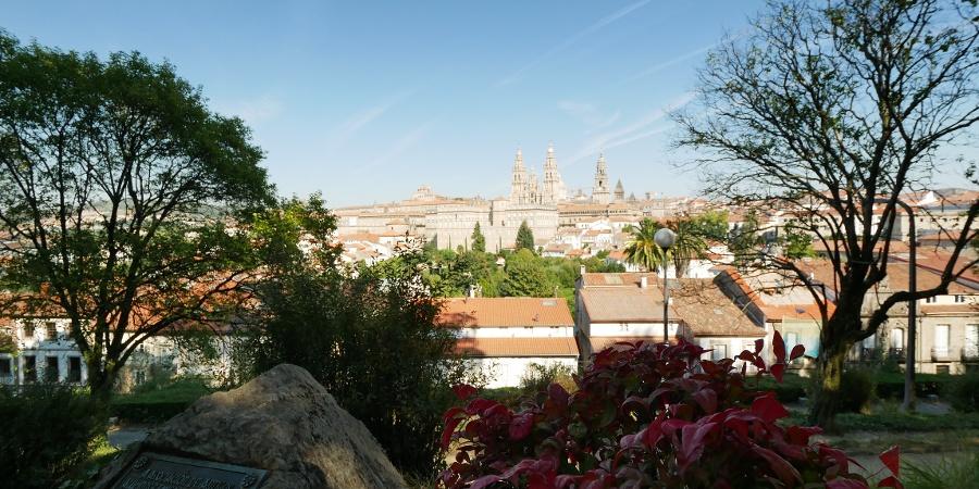 Vista del Parque de la Alameda a la Catedral de Santiago de Compostela