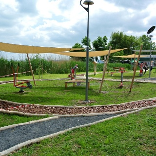 Mezítlábas ösvény és köztéri fitnesz park Csopakon