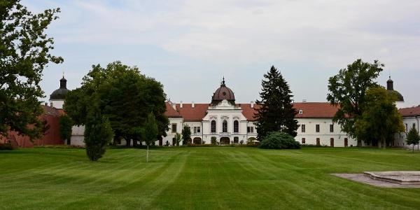 A gödöllői Grassalkovich-kastély a park felől