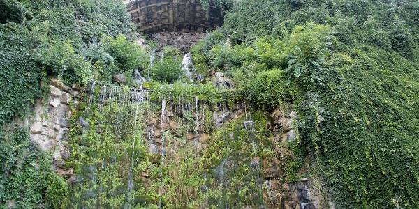 Vízesés a Szent Gellért-hegy alatt
