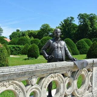 """Esterházy """"Fényes"""" Miklós szobra, Baráz Tamás és Erős Apolka alkotása"""