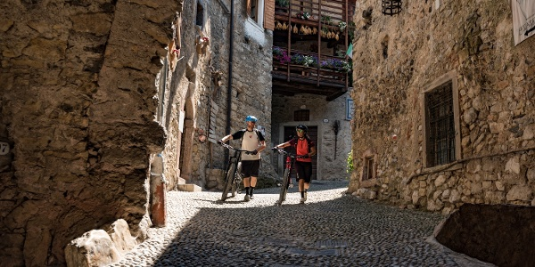 Im mittelalterlichen Dorf Canale di Tenno