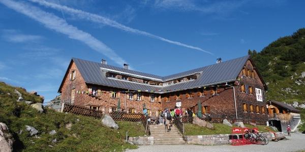 Freiburgerhütte direkt am Formarinsee