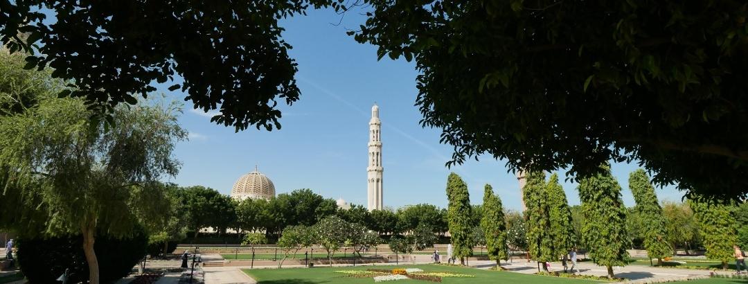 Im Park der Großen Sultan-Qabus-Moschee