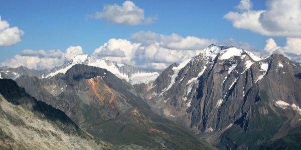 Ein prächtiges Panorama mit Hochfeiler, Hochferner und Großem Möseler