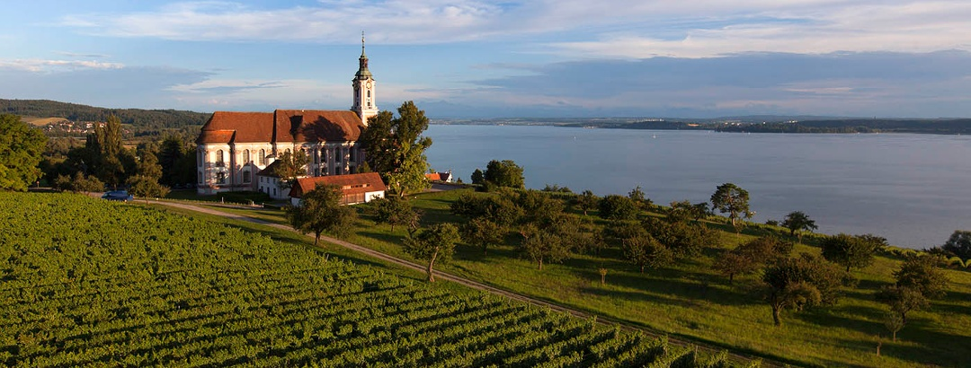 Wallfahrtskirche Birnau mit Blick auf den Bodensee