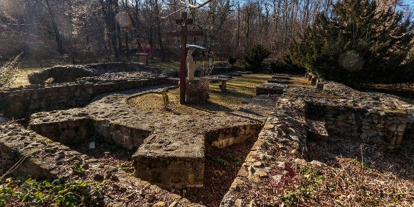 A budaszentlőrinci pálos kolostor romjai
