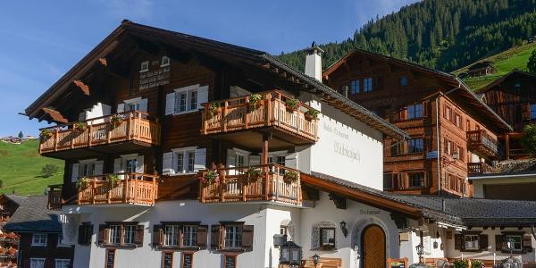Hotel Madrisajoch mit Sommerterrasse