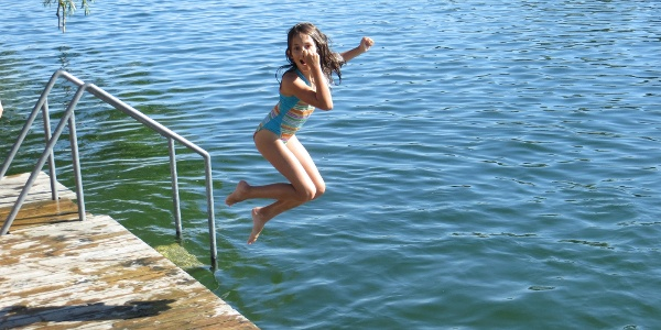 Badesteg des NATURFREUNDE Freizeitzentrums Alte Donau