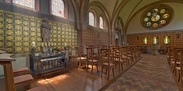 Erlöserkirche Mirbach - innen ist die Erlöserkirche Mirbach beeindruckend mit Goldmosaiken geschmückt