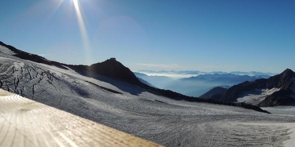 Aussicht zum Becherhaus von der Müllerhütte. Am Horizont die Dolomiten.