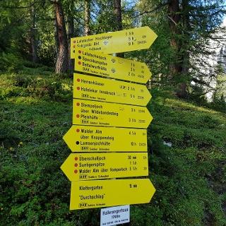 Excellent signage near Hallerangerhaus