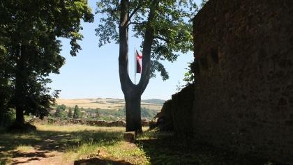 Burghof mit Ausblick