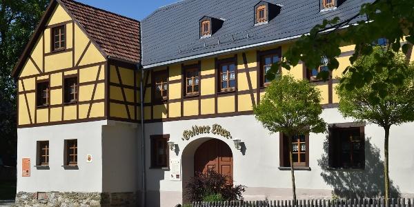 Ensemble Hillersches Gut und Vereinshaus Goldner Löwe